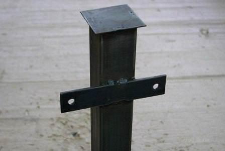 Стоит наварить на нижний край заборного столба подобный элемент, и его установка станет куда прочнее