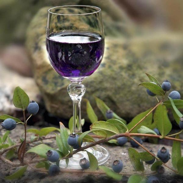 Вино из ирги имеет тонкий аромат и неповторимый вкус