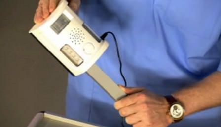 Также можно использовать электрические отпугиватели кротов, специальные кротобойки