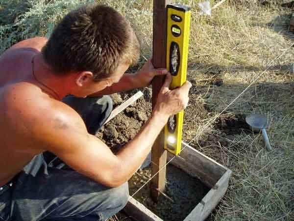 Установка дачной калитки: замеры, подготовка, монтаж основания, врезка замка и ручек