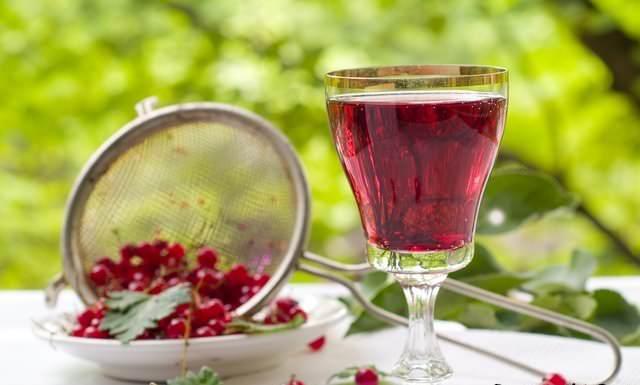 Вино из красной смородины имеет неповторимый аромат