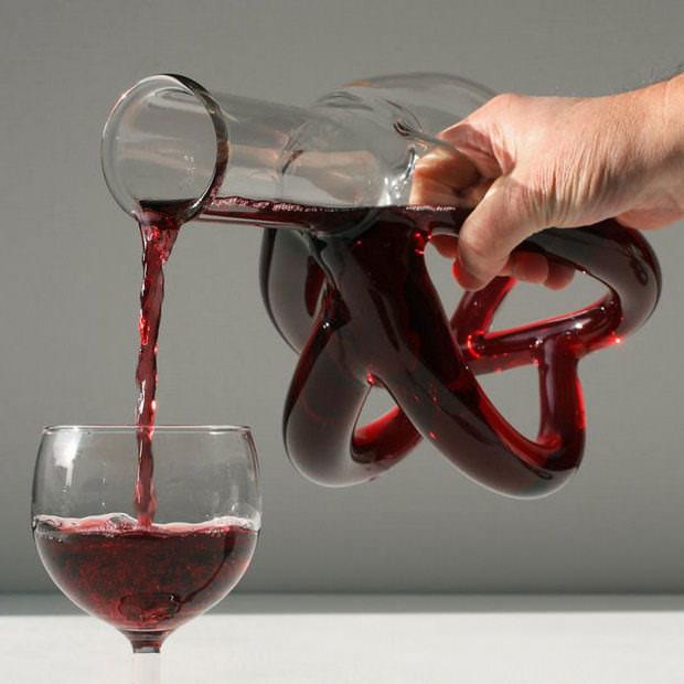 Если вино было изготовлено без нарушения технологии, то оно будет прозрачным и приятным на вкус