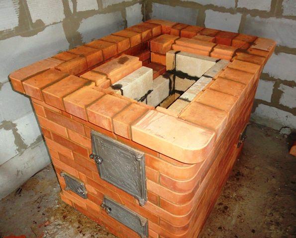 Печь лучше устанавливать на кухне, которая будет за счет работы печи обогреваться