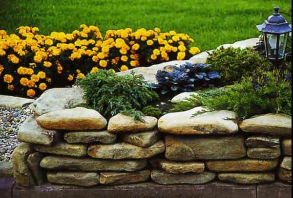 Выбирайте правильно способ кладки камня при сооружении клумбы, сухой или мокрый