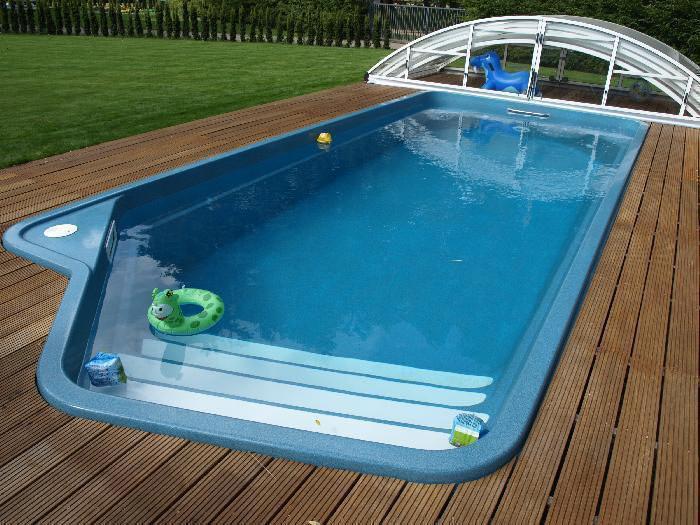 Композит отличается высокой прочностью и легко выдерживает давление воды даже в бассейне больших размеров