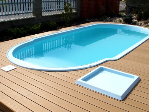 Выбираем композитный бассейн для загородного участка