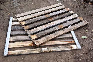 Готовые стенки ящика для приготовления компоста, сделанные своими руками
