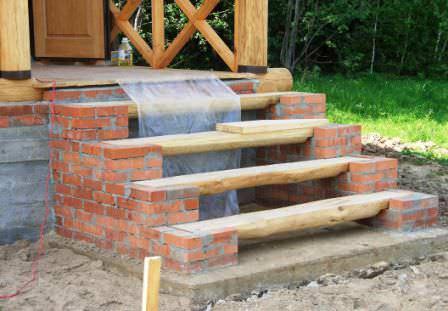 Крыльцо кирпичного дома — качественное и надежное крыльцо из комбинированных материалов