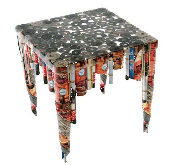 Из книг получаются неплохие журнальные столы – красивые и крепкие