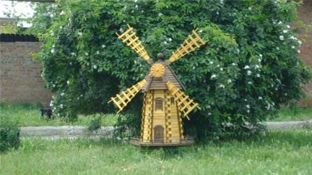 Перед строительством ветряной мельницы на дачном участке следует правильно определить ее назначение и масштабность