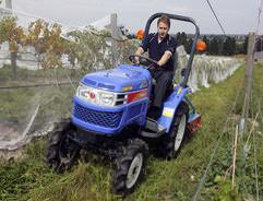 Как правильно выбрать мини-трактор для дачи, на какие характеристики и комплектацию обратить внимание?