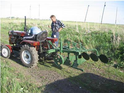 Насколько полезен может быть мини-трактор на дачном участке?