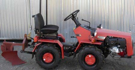 Дачный мини-трактор должен быть не только мощным и выносливым, но также практичным и компактным