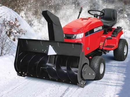 Используйте снегоуборщик, чтобы максимально очистить участок от снежных сугробов