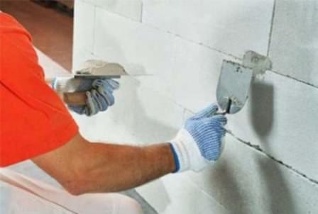 Для наиболее удобной и правильной работы в будущем, стена должна быть подготовлена