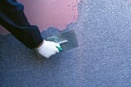 Существует множество материалов для отделки стен, которые дешевле, и с которыми можно работать самостоятельно