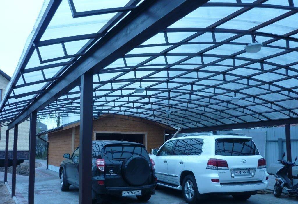 Навес для автомобиля на даче из металла