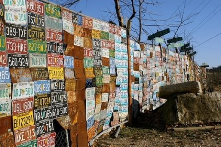 """Таким способом можно """"обновить"""" абсолютно любой забор – деревянный, железный, бетонный"""