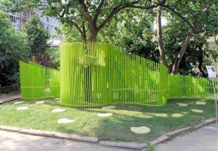 Как видите, это чуть нестандартный наборной забор очень причудливой формы