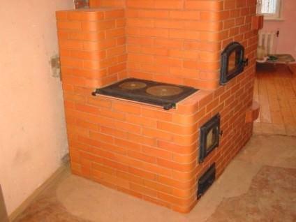 Справиться с холодом в доме поможет и качественная печь