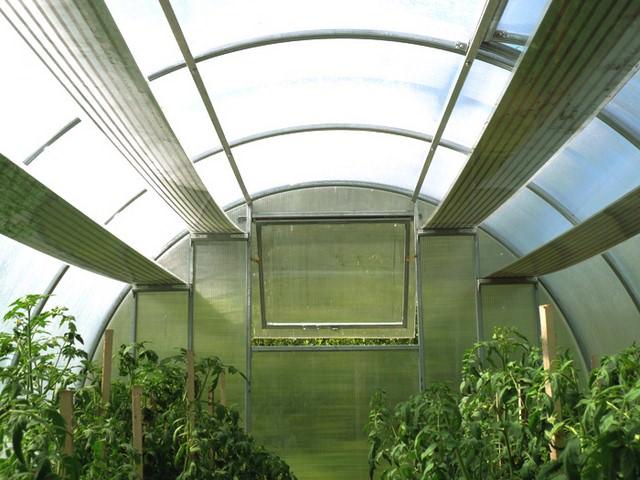 Очень важно то, что данный вид нагревательных систем может быть установлен, как вам угодно – на стены, на специальные кронштейны или стойки, на потолок