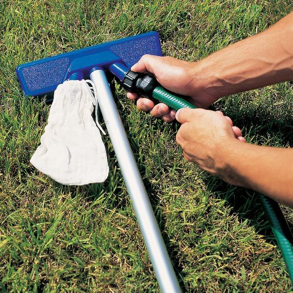 Если работать с пылесосом для бассейнов правильно и систематически, он сможет прослужить вам довольно долго
