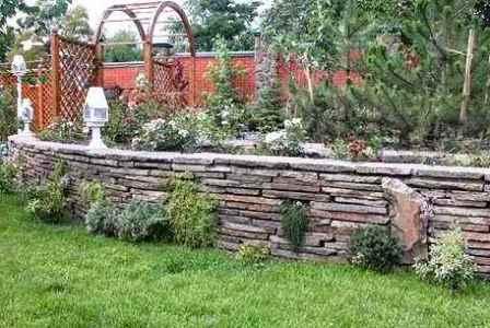 Необходима прочность и надежность? Используйте подпорные стенки из натурального камня