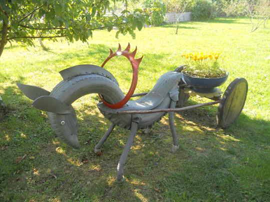 Украсить любой дачный газон можно вот такой оригинальной фигурой