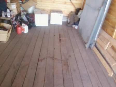 Настил досок на гаражный пол может дать заметный эффект утепления