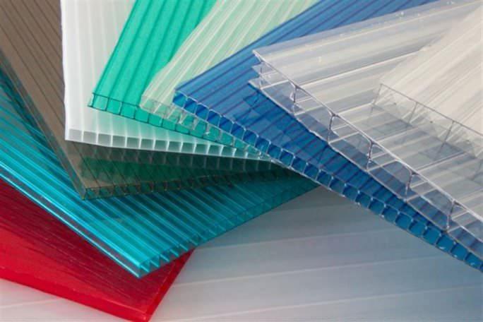 Толщина сотового светопрозрачного пластика может составлять от трёх до сорока миллиметров