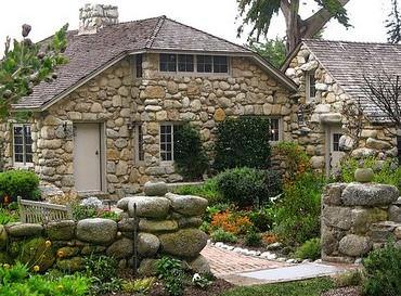 В строительстве и ландшафтном дизайне используется множество видов натурального камня