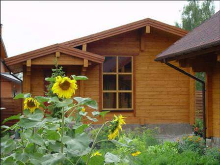 Покупатели часто обращают внимание на дом или даже небольшой домик, в зависимости от статуса дачи