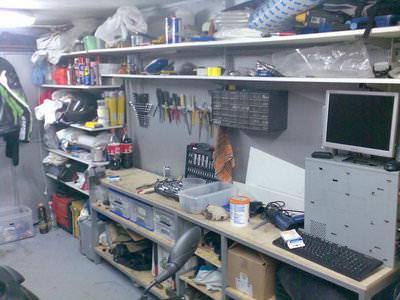 Как сделать рабочее место в дачном гараже?