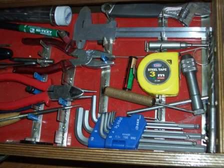 Качественно обустроенное рабочее место и набор инструментов — именно то, что нам необходимо!