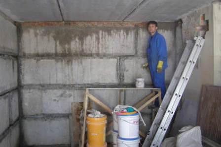 Обязательно провести хотя бы минимальные ремонтные работы в дачном гараже