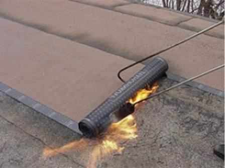 Утепляем потолок гаража снаружи, со стороны улицы: пенопласт, стяжка и гидроизоляционный слой