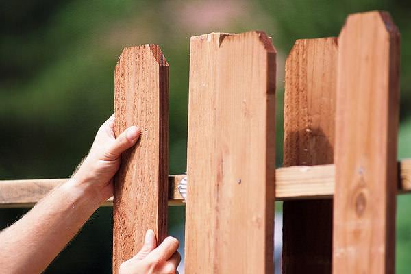 Ремонт и восстановление дачного забора: приводим в порядок ограждения дачи