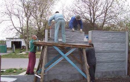 У дачника всегда есть альтернатива: ремонт или замена забора!