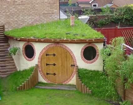 Зеленая крыша на даче: оригинальное оформление и способ расширить полезную площадь участка