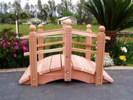 Красивые и оригинальные деревянные садовые мостики