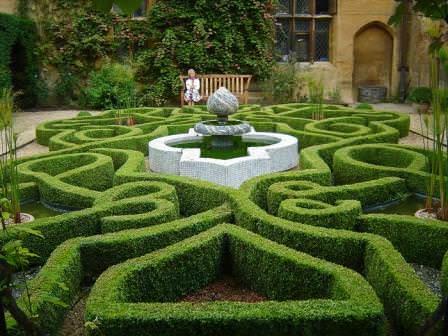 Помимо эстетической ценности, лабиринт является отличным средством для проведения досуга