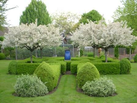 Территориально лабиринт можно устроить и между домом и садом, огородом