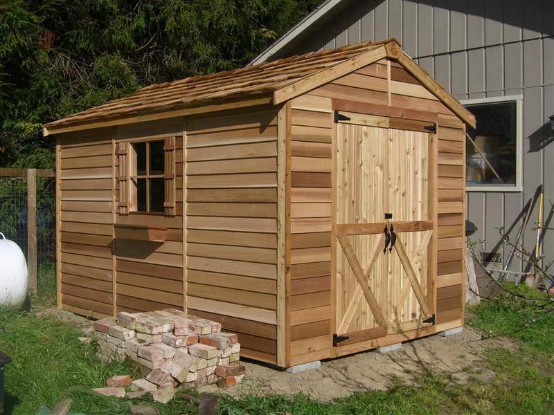 Построить деревянный сарай на даче своими руками очень просто, для этого вам пригодятся только простейшие знания, обычный инструмент и материалы