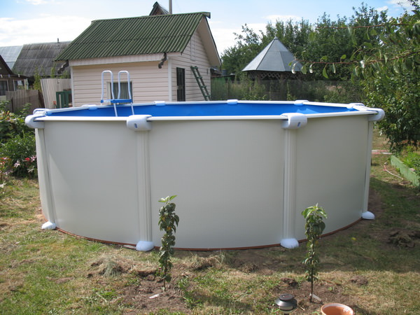 Приобретение сборного бассейна позволяет не тратить время и средства на строительство искусственного водоёма