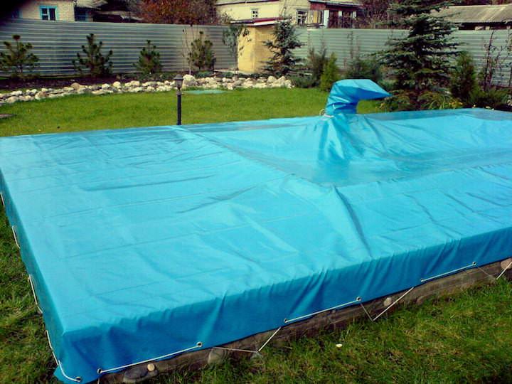 Внесезонный бассейн на зиму накрывается тентом