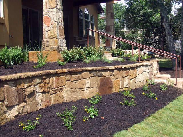 """Подпорные стенки – отличный выбор для того дачника, который решил совместить """"ремонт"""" почвы с декорированием участка"""