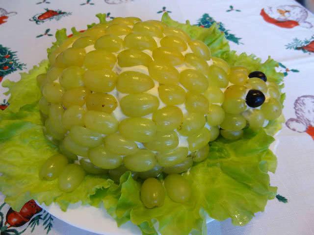 Салат «Черепашка» благодаря оригинальному оформлению обязательно привлечет внимание детей