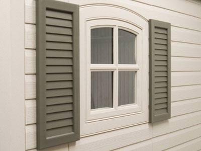 Качественные ставни на даче помогут защитить дом и от холода