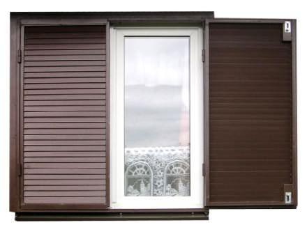 Пластиковые ставни на окна дачного дома — современный и очень оригинальный вариант