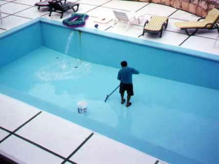 Вода, которую мы используем для наполнения бассейнов, не является идеально чистой